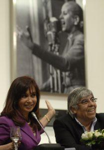 La Presidenta y Hugo Moyano, en otros tiempos, en abril de 2009 en Casa de Gobierno. Fuente: Presidencia de la Nación Argentina - wikimedia commons
