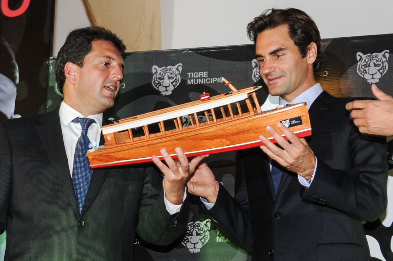 Roger Federer Vs. Juan Martín Del Potro en Tigre, Buenos Aires, Argentina. Fuente: Municipio de Tigre, WikimediaCommons