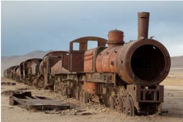 Máquina de vapor abandonada en el cementerio de trenes de Uyuni, Bolivia