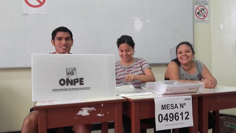 Mesa receptora de votos en Lima, el domingo 10 de abril de 2016 | Foto: Manfred Steffen