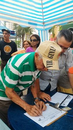 Firma por el referendo | Foto: Andrea Mesa