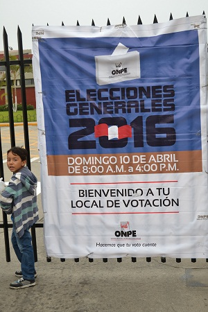 Cartel en local electoral. Lima, Perú, 10.04.2016 | Foto: Manfred Steffen