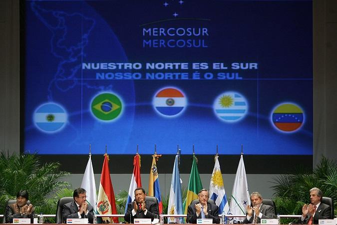 Firma de protocolo de adhesión de Venezuela al Mercosur, 4.7.2006 | Foto: Ricardo Stuckert, vía Wikimedia Commons