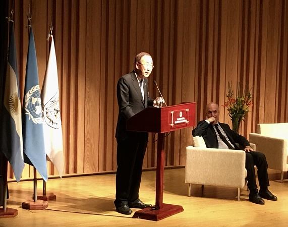 Ban Ki-moon habla a jóvenes líderes políticos y estudiantes en su visita a Argentina | Foto: Juan Saintotte