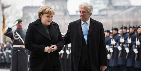 Canciller alemana Angela Merkel y presidente uruguayo Tabaré Vázquez | Imagen: The Press and Information Office of the Federal Government