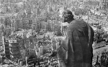 Bombardeo-Dresden-feb1945-Deutsche-Fotothek-via-Wikicommons_a