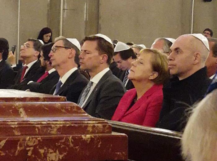Angela Merkel en el Templo Libertad | Foto: Alan Dosoretz