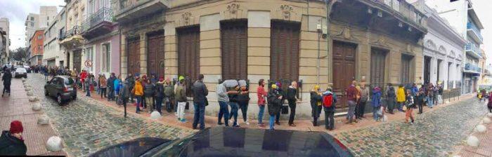 Venezolanos votan en Montevideo masivamente contra la iniciativa de asamblea constituyente, 16 de julio de 2017 | Foto: Ángel Arellano