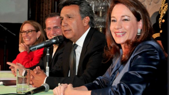 El presidente Lenín Moreno junto a la canciller María Fernanda Espinosa y el asesor RIcardo Patiño | Fuente: 4Pelagatos