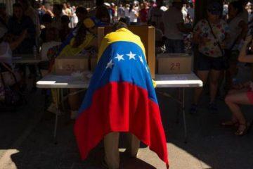 Mesa receptora de votos en las elecciones primarias de oposición de Venezuela, 10 de setiembre de 2017