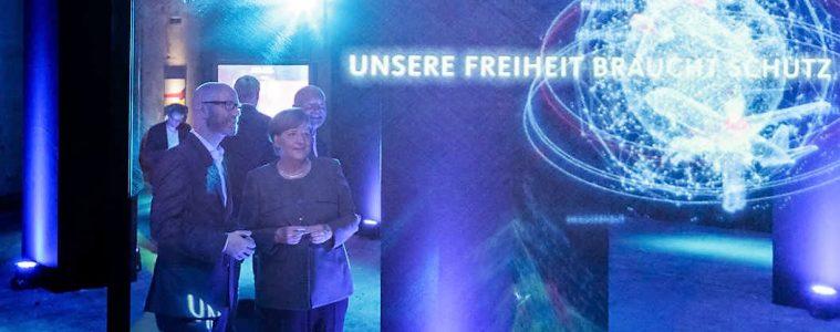 La canciller Angela Merkel y el secretario general de la CDU, Peter Tauber, en la llamada Casa del Programa (#fedidwgugl House) de la CDU en Berlín | Foto: CDU, Tobias Koch