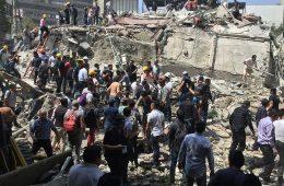 Ciudadanos remueven escombros. Ciudad de México, 19.9.2017 | Foto: ProtoplasmaKid, vía Wikicommons