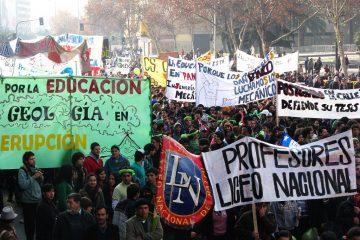 Estudiantes chilenos marchan en reclamo por la educación, 2011 | Foto: Nicolas15, vía Wikicommons