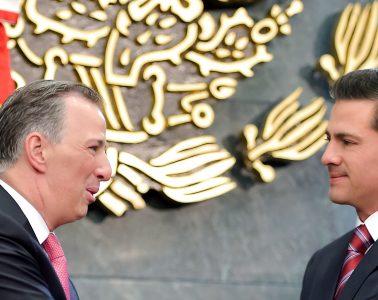 José Antonio Meade y Enrique Peña Nieto durante el «destape» del futuro candidato del PRI   Foto: Presidencia de México