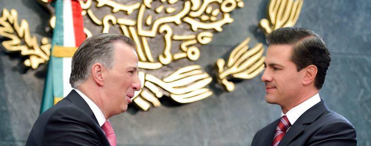 José Antonio Meade y Enrique Peña Nieto durante el «destape» del futuro candidato del PRI | Foto: Presidencia de México