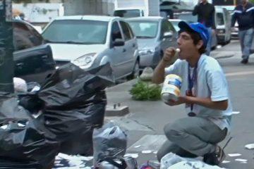 Venezolano come de la basura | Foto: Voice of America, vía Wikicommons
