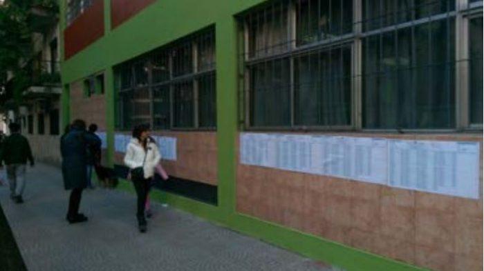 Padrones electorales en una escuela pública de Buenos Aires | Foto: Lukas Klünemann