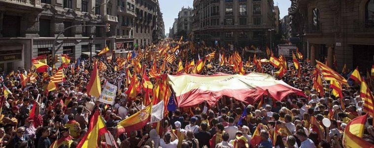 Manifestantes en la vía Laietana y la plaza Urquinaona de Barcelona | Foto: Robert Bonet, vía Wikicommons