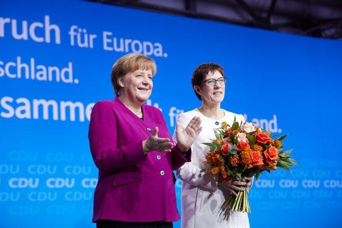 Canciller Angela Merkel y Annegret-Kramp Karrenbauer | Foto: (C) CDU / Laurence Chaperon