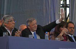 Hugo Moyano con Néstor Kirchner en un acto del Frente para la Victoria | Foto: Wikicommons