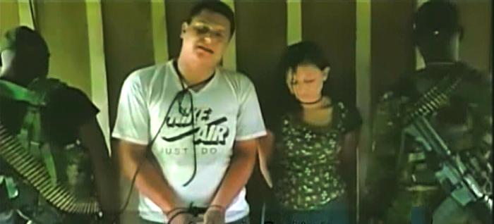 Imagen del video enviado por los secuestradores al gobierno ecuatoriano como prueba de vida de la pareja secuestrada.