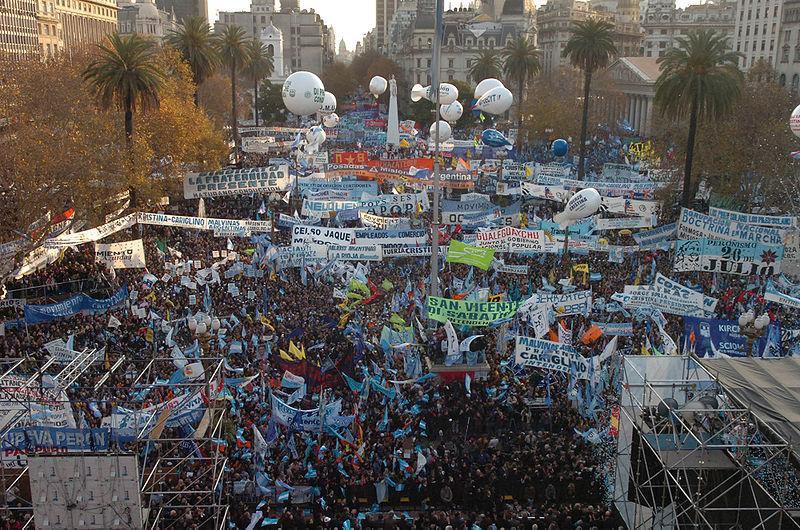 Movilización en Plaza de Mayo, 18.6.2008   Foto: Presidencia Argentina