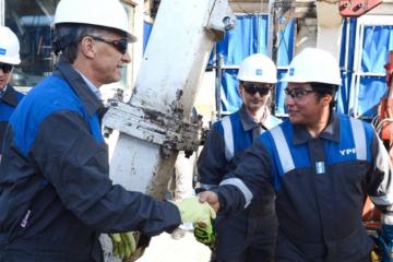 El presidente Mauricio Macri recorrió en Neuquén las instalaciones del yacimiento de gas de Vaca Muerta | Fuente: Infobae