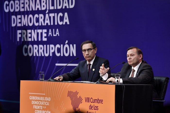 Presidente Martín Vizcarra y canciller Néstor Popolizio en conferencia de prensa, al concluir la VIII Cumbre de las Américas | Foto: M. RR. EE. del Perú, vía Flickr