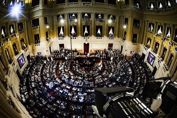 El presidente Mauricio Macri inaugura el 136° periodo de sesiones del Congreso de la Nación, en asamblea legislativa. Recinto de la Cámara de Diputados, 1 de marzo de 2018 | Foto: Wikicommons