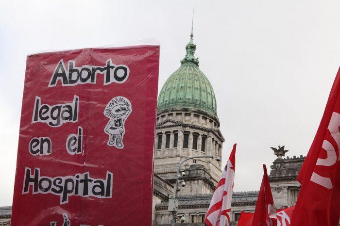 Marcha y vigilia por el tratamiento de la ley de Interrupción Voluntaria del Embarazo en la Cámara de Diputados del Congreso de la Nación Argentina, 13.6.2018 | Foto: Defensoría del Pueblo de la Ciudad de Buenos Aires