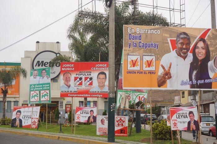 Cartelería de propaganda para las elecciones regionales y municipales 2018 en Perú | Foto: Oficina KAS Lima