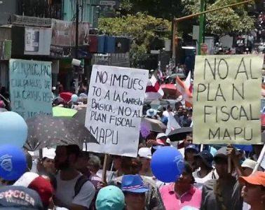 Empleados públicos de Costa Rica protestan contra la reforma tributaria que se tramita en el Congreso   Foto: Euronews, vía Wikicommons