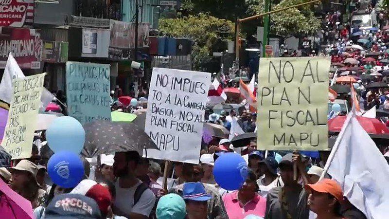 Empleados públicos de Costa Rica protestan contra la reforma tributaria que se tramita en el Congreso | Foto: Euronews, vía Wikicommons