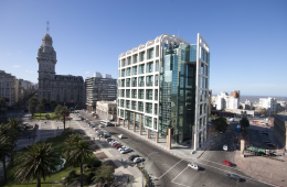 Torre Ejecutiva, en Montevideo, sede del Poder Ejecutivo   Foto: Marcelo Campi, vía Flickr