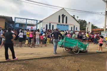 En Cúcuta, Colombia, refugiados venezolanos esperan frente al comedor Papa Francisco | Foto: Cristal Montanez, vía Flickr