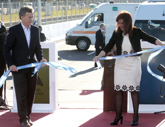Mauricio Macri y Cristina Fernández de Kirchner inauguran tramo de autopista Illia, 3.6.2014. Foto: Matias Repetto-gv/GCBA, vía Flickr