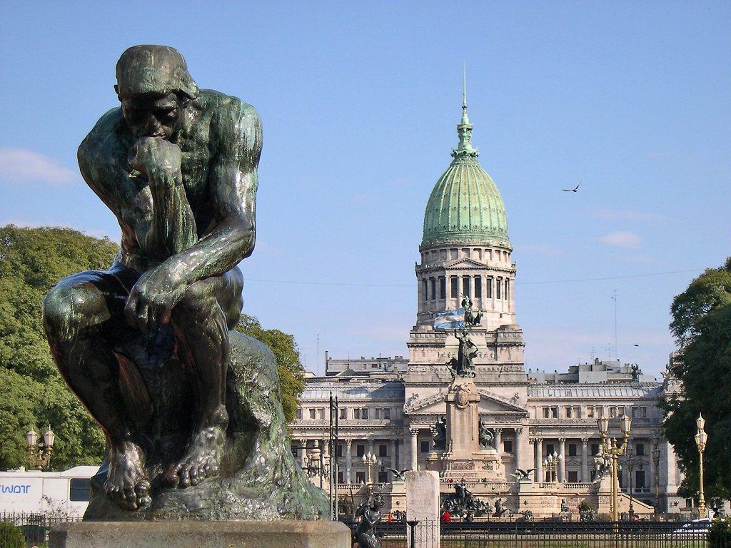 El pensador, de Rodin. Frente al Congreso, en Buenos Aires   Foto: Fabián Minetti