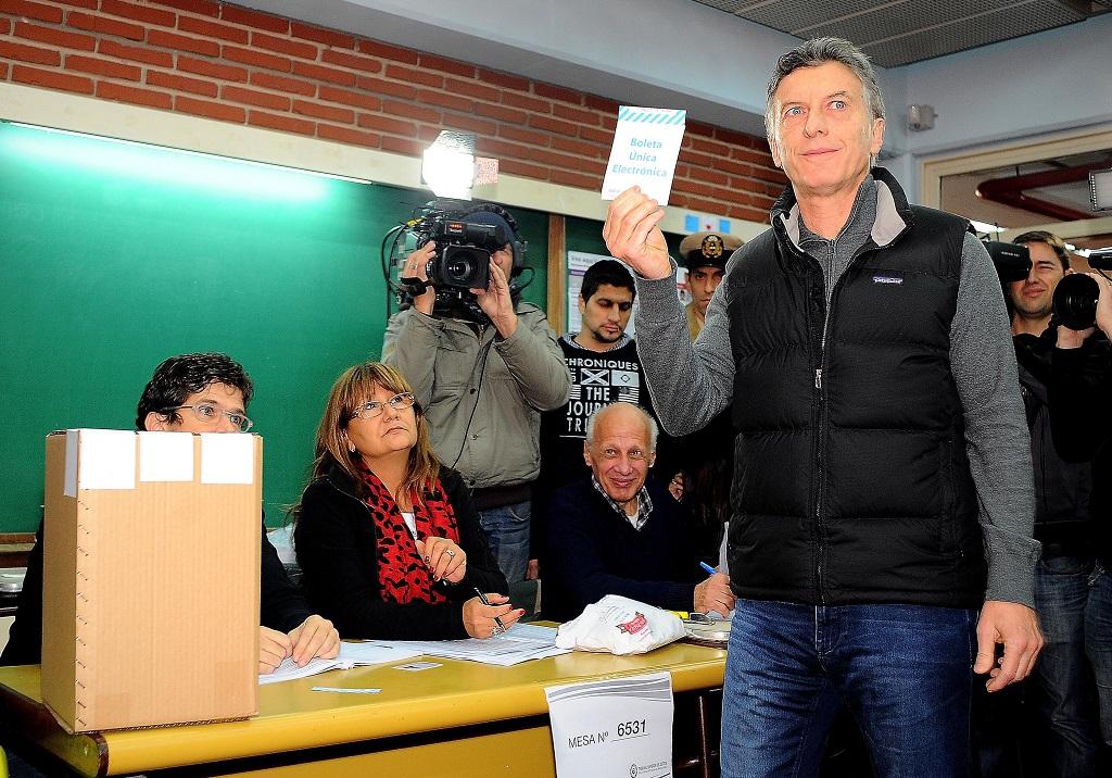 Vota Mauricio Macri | Foto Nico Bovio y Guillermo Viana-gv/GCBA, vía Flickr