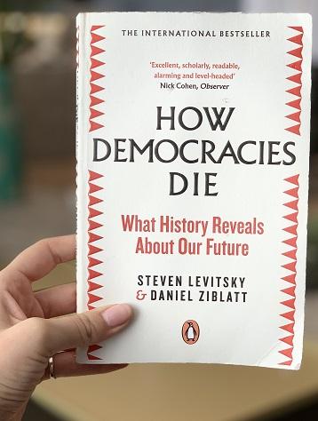 How-democracies-die