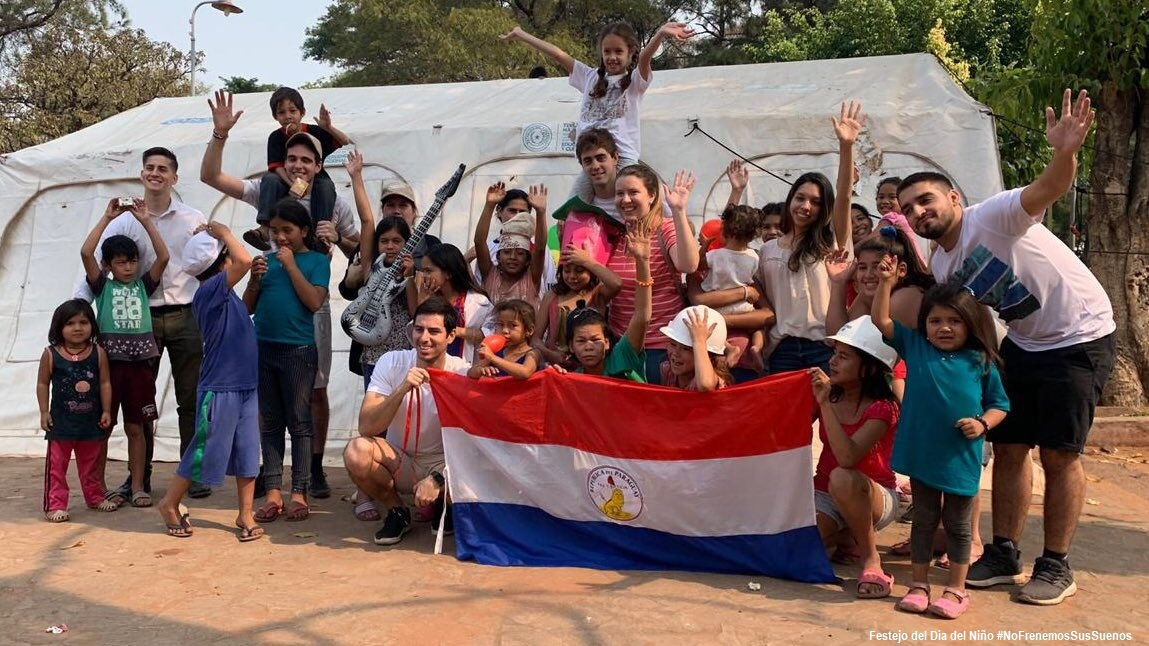 Jóvenes de Patria Querida y el festejo del Día del Niño