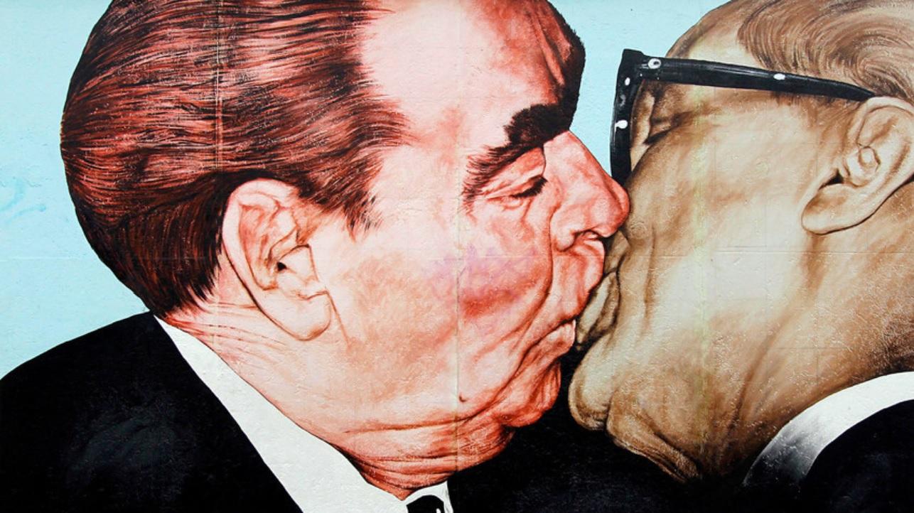Beso Brezhnev-Honecker, Muro de Berlín